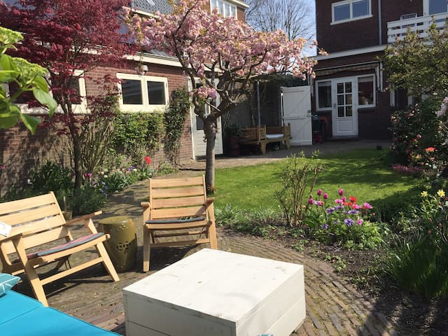 Formosa guest house, close to Amsterdam and Beach