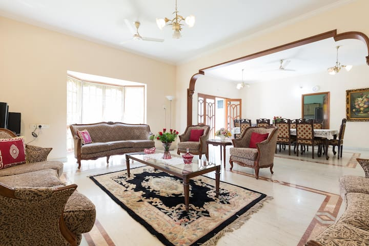Charming English Villa, 4-Bedrooms, Downtown - Hyderabad - Casa de campo