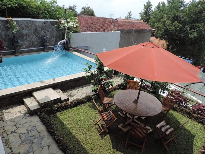 3 BR Villa Dago Pakar 91 + Private Swimming Pool