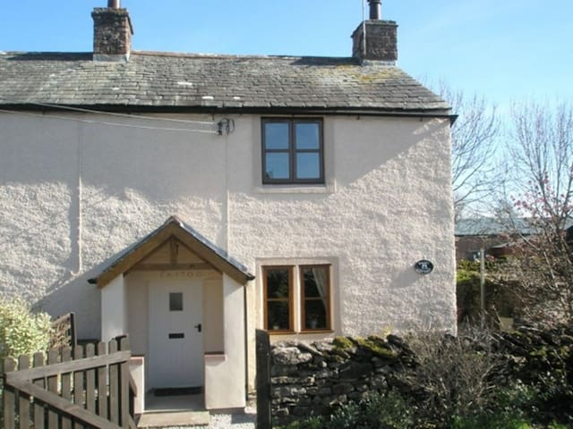 DAIRY COTTAGE, Newby, Nr Penrith, Eden Valley - Penrith - Hus