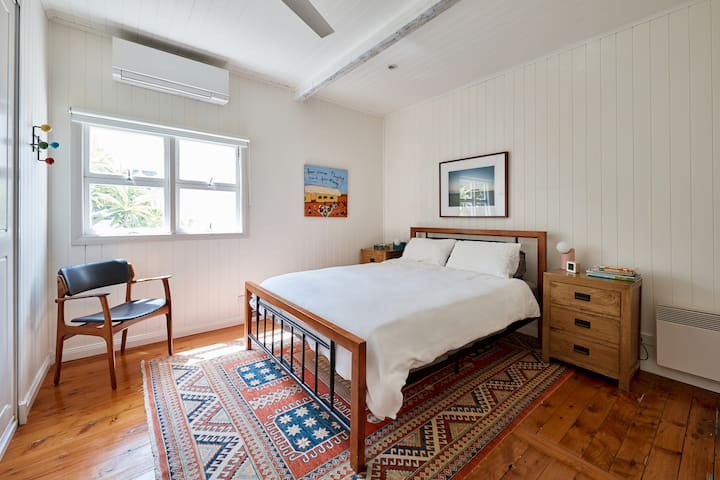 All bedrooms have reverse cycle aircon, fan, quality bedding on good mattresses, eclectic art and a mix of vintage and new furniture, bedside lamps and plenty of sunshine. Blockout blinds let you sleep in.