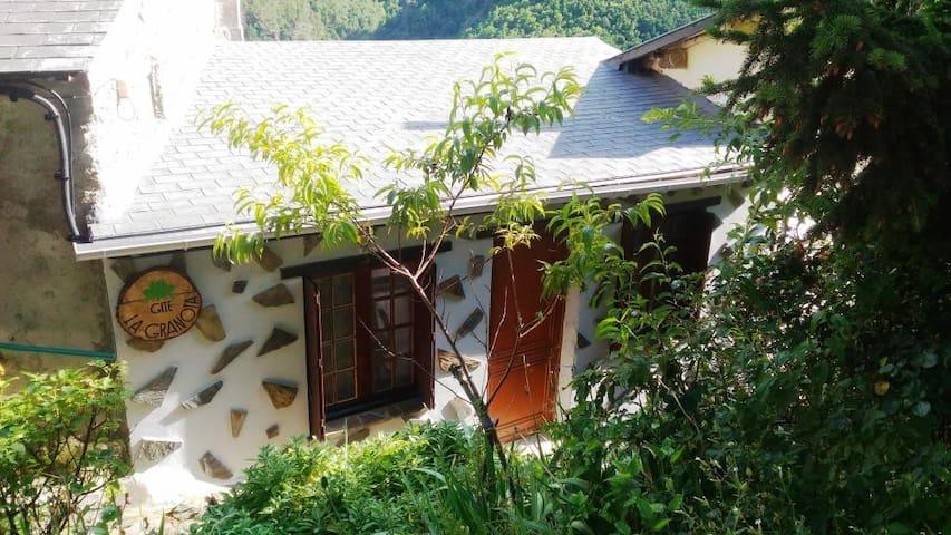 """Gîte """"La Granota"""" avec vue sur la montagne"""