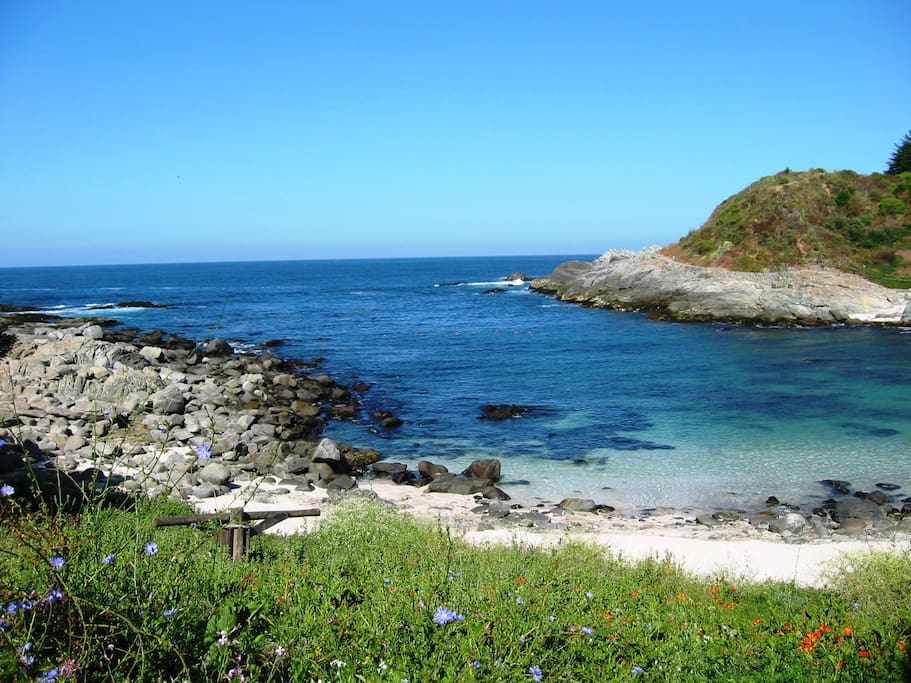 The secluded bay of 'Las Cujas' is just a minutes walk and nice for small children.
