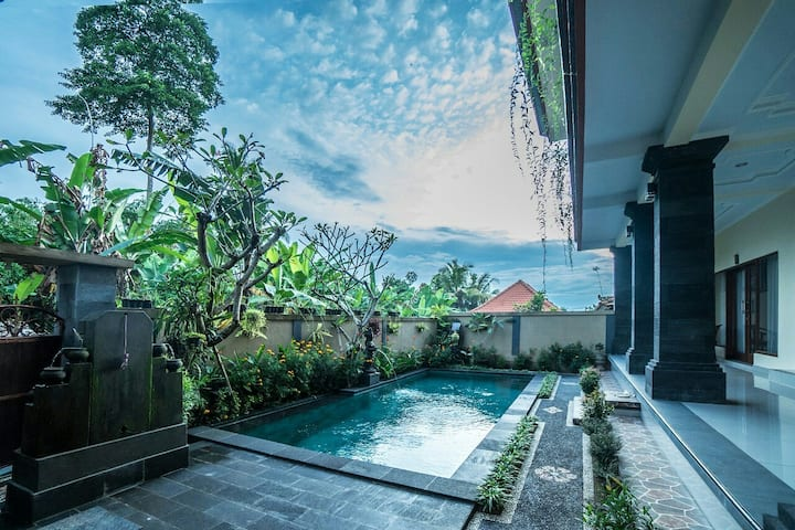 Saputra Guesthouse  Deluxe Double W/Ac & pool view