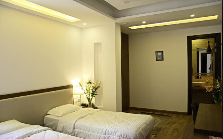 Room near Hauz Khas Village,Pubs,Metro,OraniaB&B