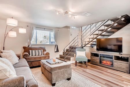 stylish sloan's lake townhome near downtown denver