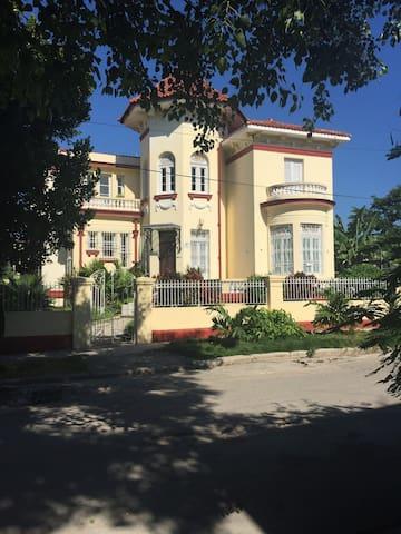 Casa Señorial en La Habana I