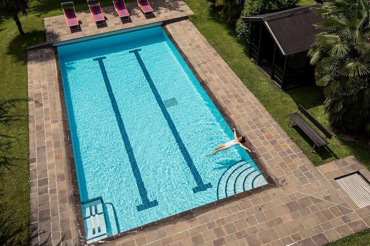 Frei-Schwimmbad