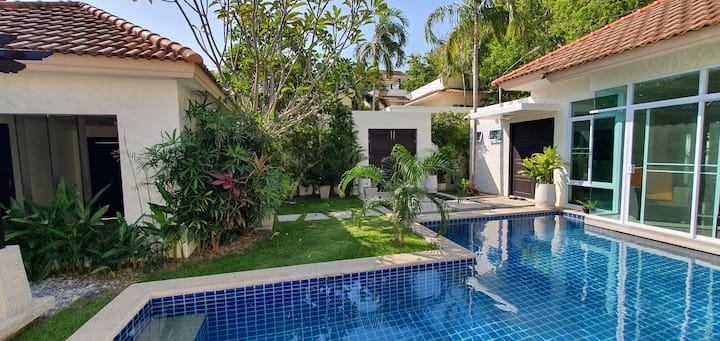 Quiet pool villa in secured estate
