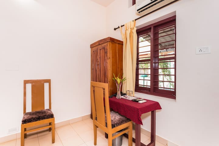 Standard Ac Room In Kumarakom Kerala For 2 Persons - Kumarakom - Bed & Breakfast