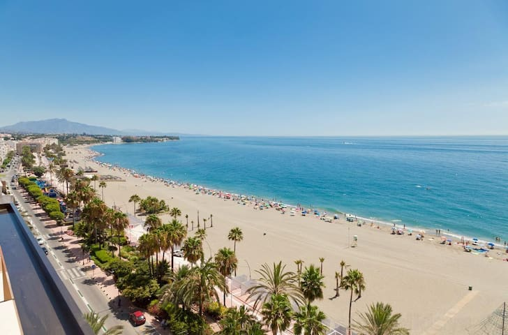 Estepona Beachfront Apartment LARADA