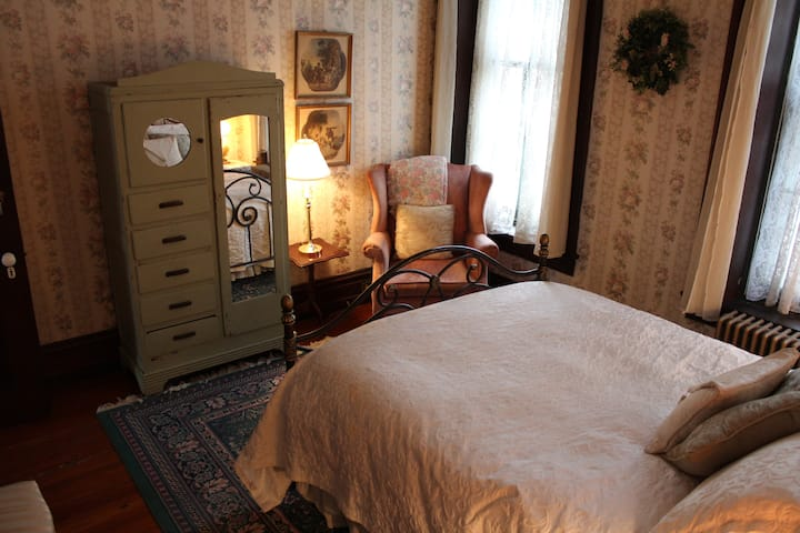 May's Room - Faunbrook Bed & Breakfast