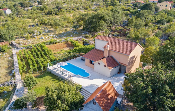 Nice home in Mravnica with WiFi and 3 Bedrooms