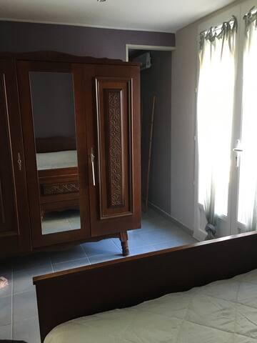 Chambre attenante à la salle d'eau