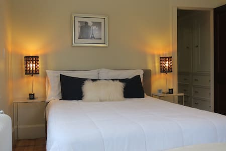 Private Room in newly renovated home - Worcester - Hus