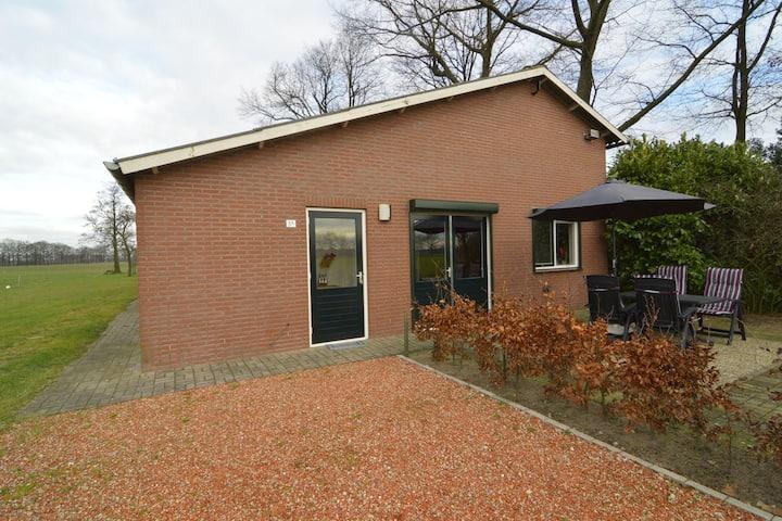 Acogedora casa de vacaciones cerca del bosque en Aalten