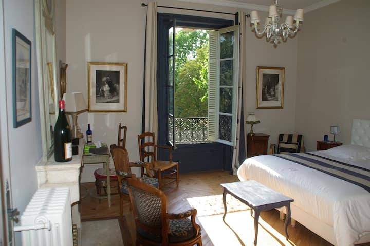 Château des Charmes: 3 ch @ 390€