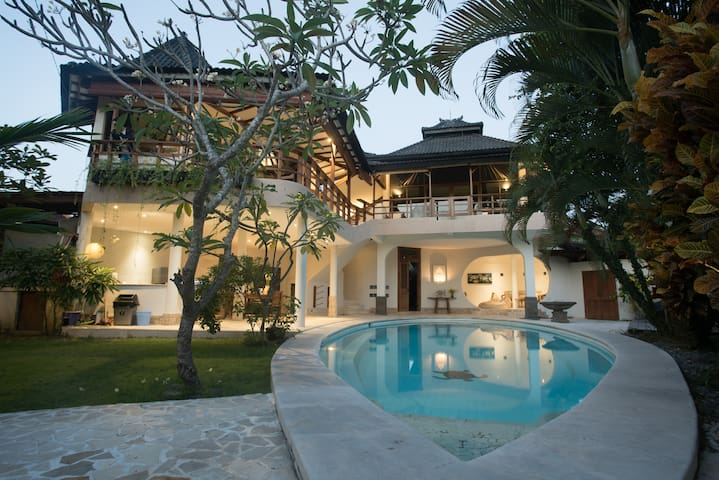 Amazing 3BR Villa in the heart of canggu