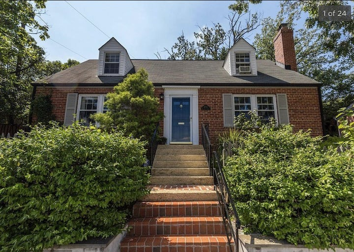 Charming 2-bedroom with patio & garden