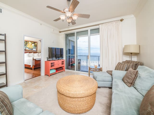 Charming Unit, Amazing view, On-site pool and hot tub, On the beach