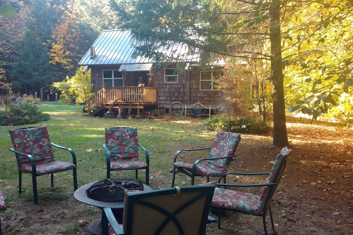 Private fire pit with 6 chairs and BBQ area in Cowboy Cabin lawn