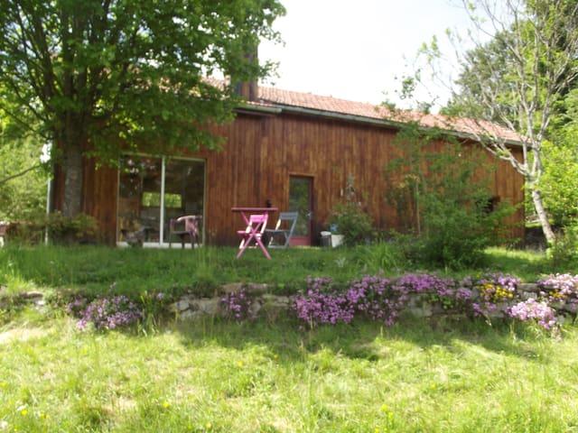 La petite maison des bois - Saint-Claude - House