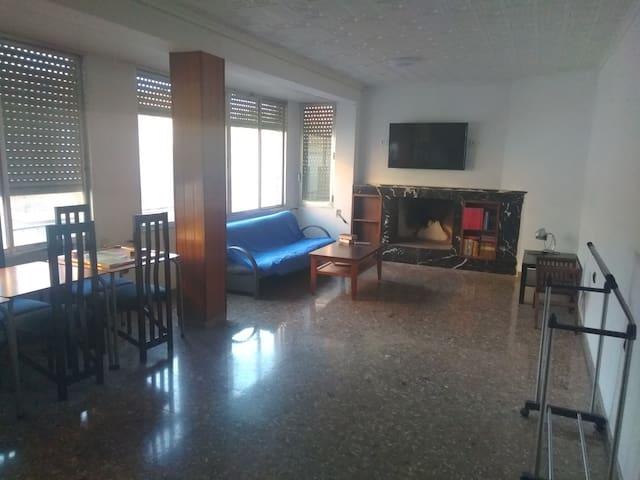 Piso 160M2, 6 Rooms + salón con chimenea, terraza.