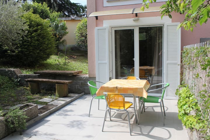 Studio with outdoor patio in Zusterna
