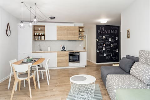 Bright and Modern 2BD - City Center