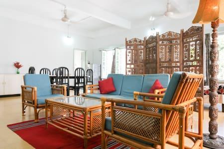 ROMABAI'S VINTAGE HOME Large & Airy - Kolkata