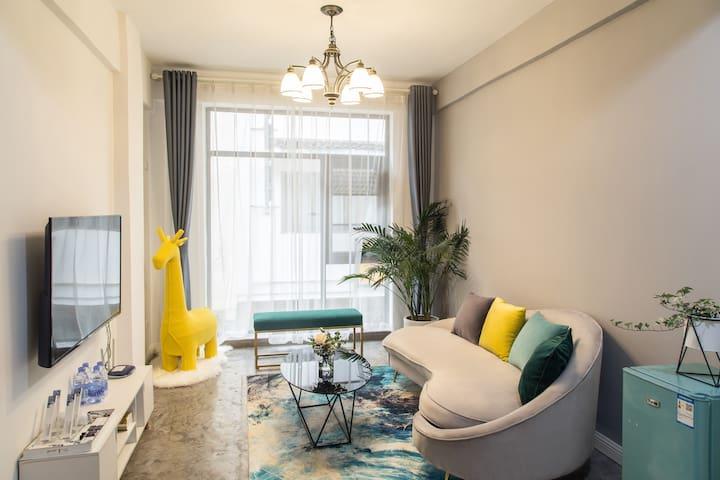 山前公寓  两居室家庭房 落地窗/免费停车 (近西街)