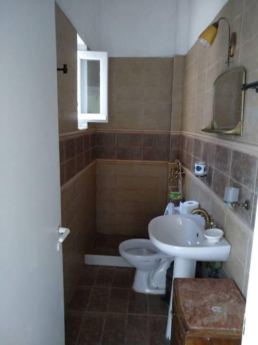 Μπάνιο- WC πρώτου ορόφου