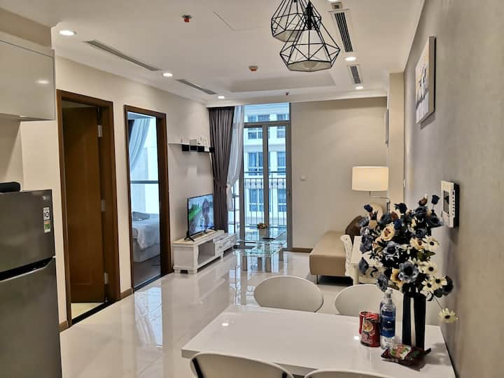 Modern apartment in Vinhomes Central Park L5