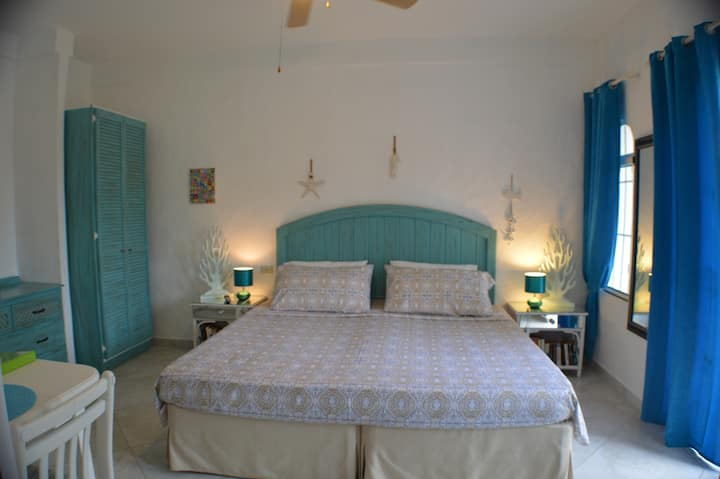 Two Palms Apartment, 80 meters far from the Sea!