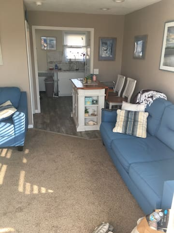 Cozy 2nd floor, 2 BR Wildwood Crest Condo w/ Deck!