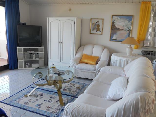 Apartment studio 55 m2 with sea view