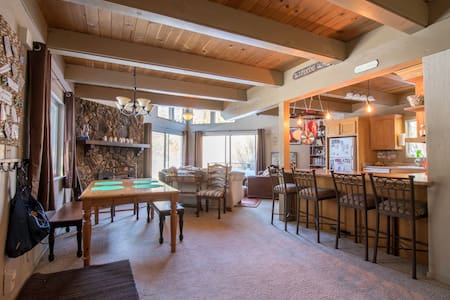 Cozy loft and Master Bedroom with gorgeous views - South Lake Tahoe