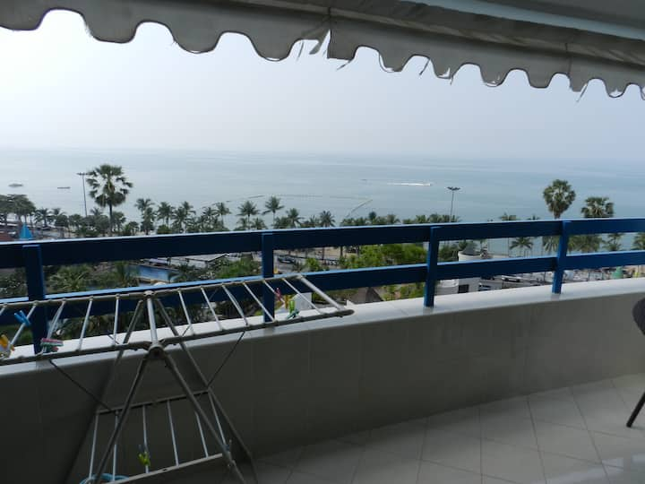 Jomtien Plaza Condotel Studio for 3 people.