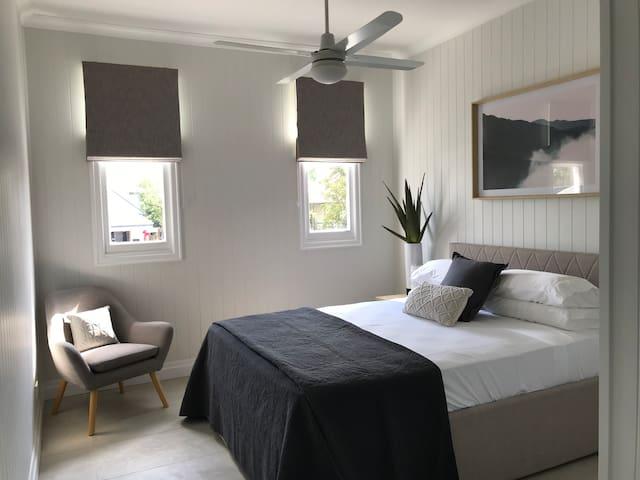Auchenflower 1 Bedroom Studio with City Glimpses