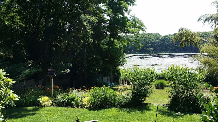 Lily Pad ~ The Prettiest Cottage on Lily Pond - Sag Harbor - Dom