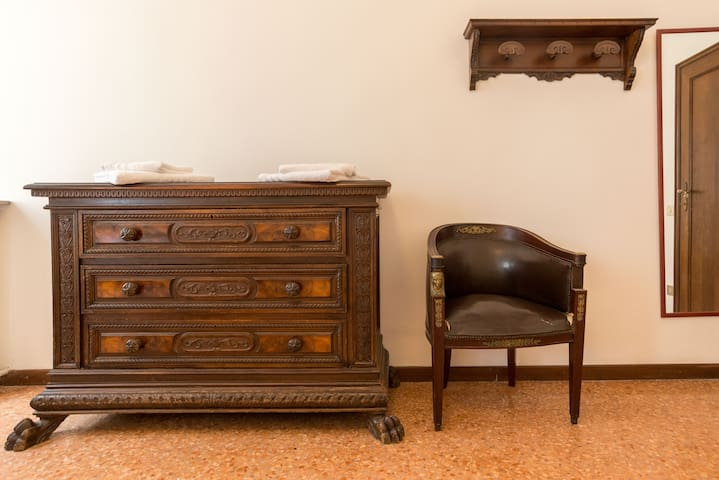 Furniture of the quadruple Room overlooking the canal with private bathroom