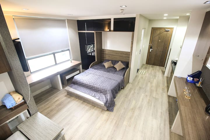 Beautiful-Luxury-2 views Apartment at the Center