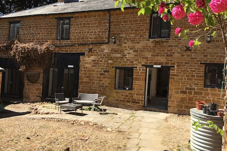 Spacious country ensuite accommodation (room 4)