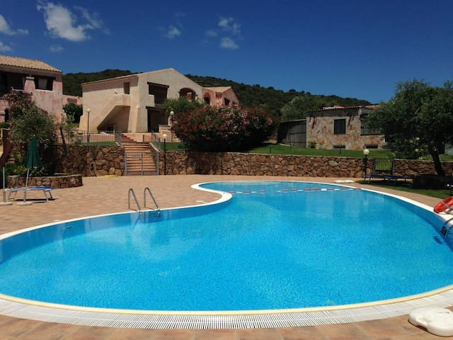 Appartamento in residence con piscina appartamenti in for Residence con piscina budoni