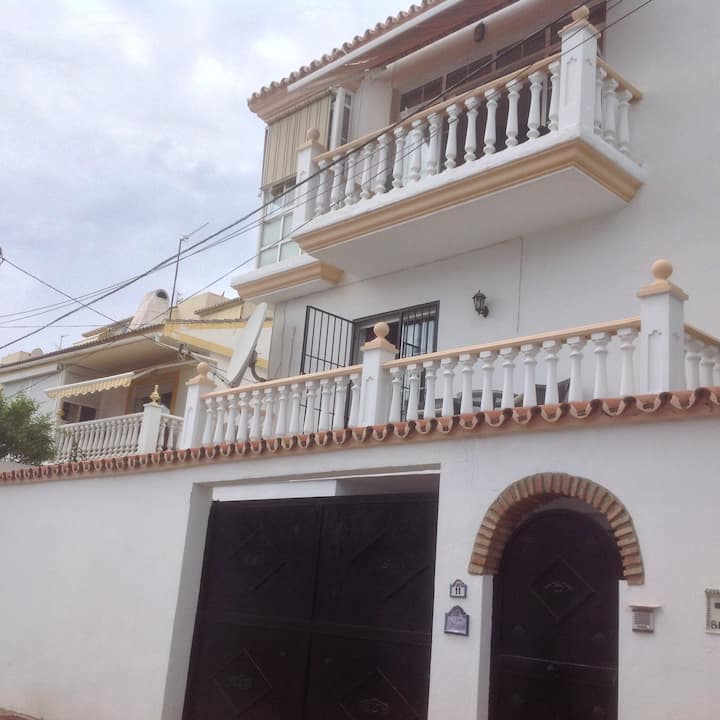 5 Bedroom Villa with pool near beach & station