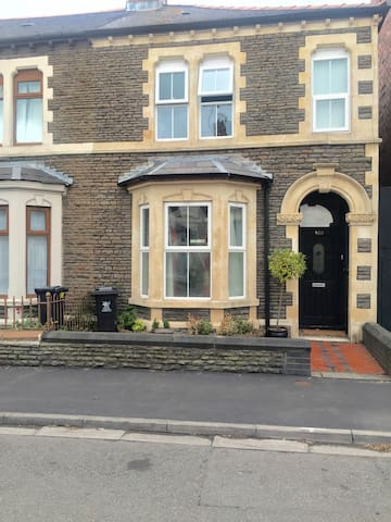 Cosy yet spacious house in the city - Cardiff - Ev