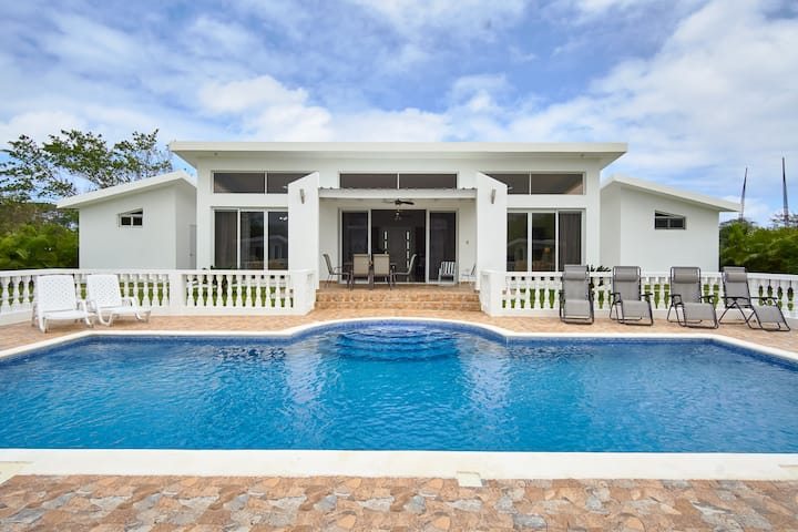Modern guest friendly villa in Oceanfront resort