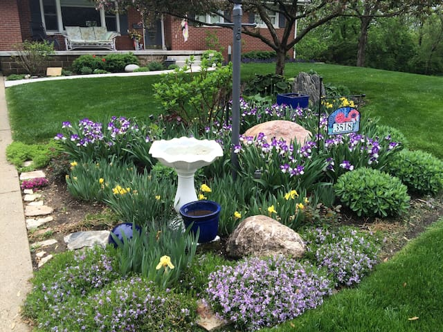 Garden Haven 10 Minutes from Downtown.
