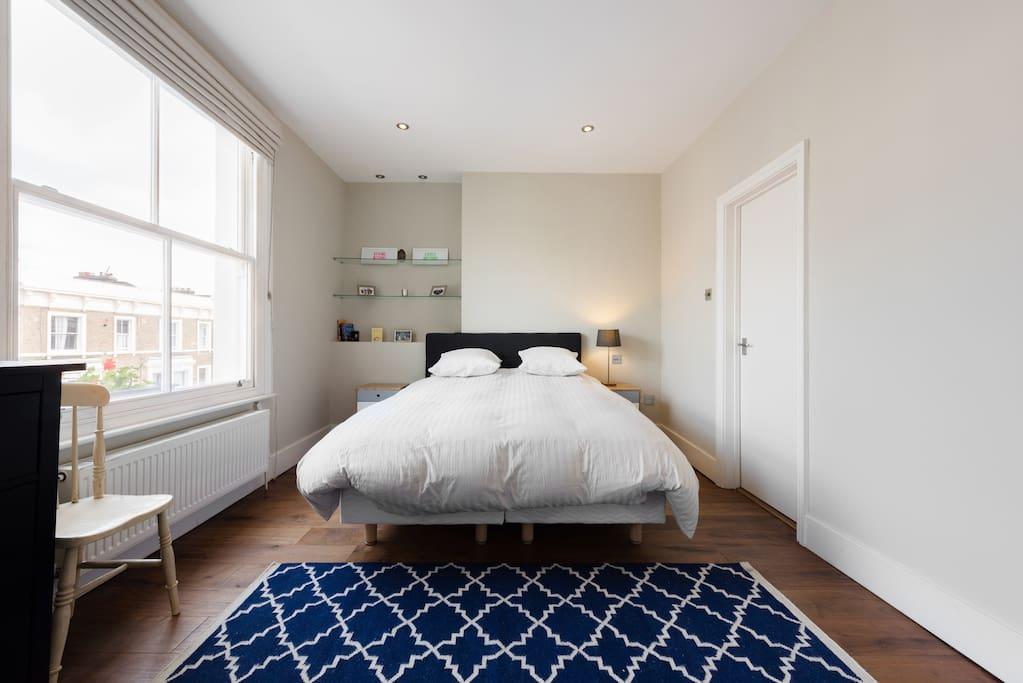MASTER BEDROOM  (180CM DOUBLE BED)