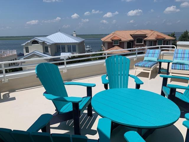 Rooftop deck with plenty of seating